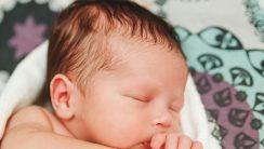 pocenie się główki niemowlęcia
