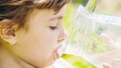 co podawać dziecku do picia latem