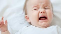 dlaczego niemowlęta płaczą