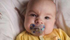 agresywne niemowlę