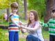 Kleszcze a małe dzieci – czy i kiedy warto szczepić?